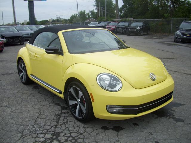 volkswagen new beetle cabriolet 2014 vendre montr al autos internationales. Black Bedroom Furniture Sets. Home Design Ideas